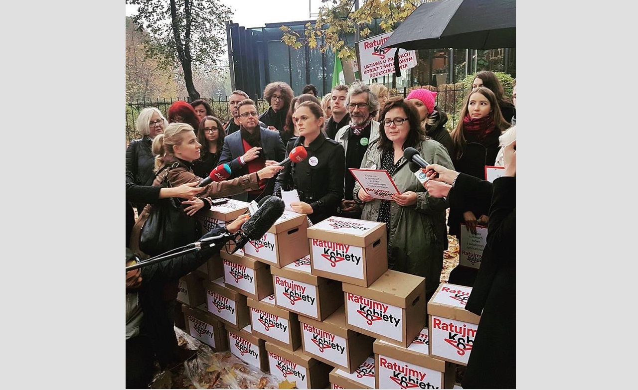 """Save Women"" bill with 500 000 signatures submitted to the Polish Parliament"