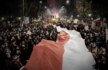 protest flaga polska johnbob sophie